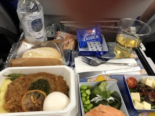 お楽しみの一つ『bills』の機内食